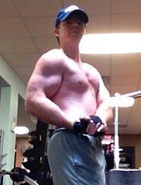 rich-gym-posing